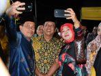 Masyarakat Rebutan Foto Selfie Dengan Bupati Dan Wakil Bupati